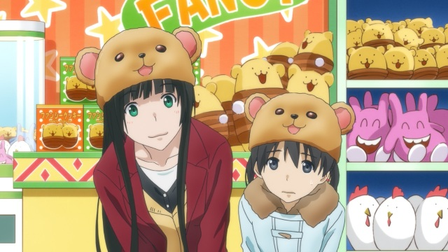 Flying Witch anime episode 1 - Kowata Makoto and Kuramoto Chinatsu wear bear hats