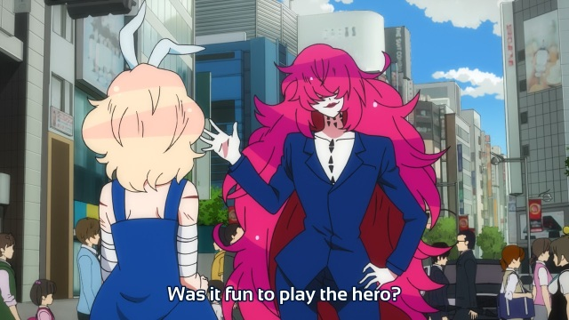 Gatchaman Crowds anime episode 8 - Berg-Katze asking Ninomiya Rui whether he had fun playing the hero